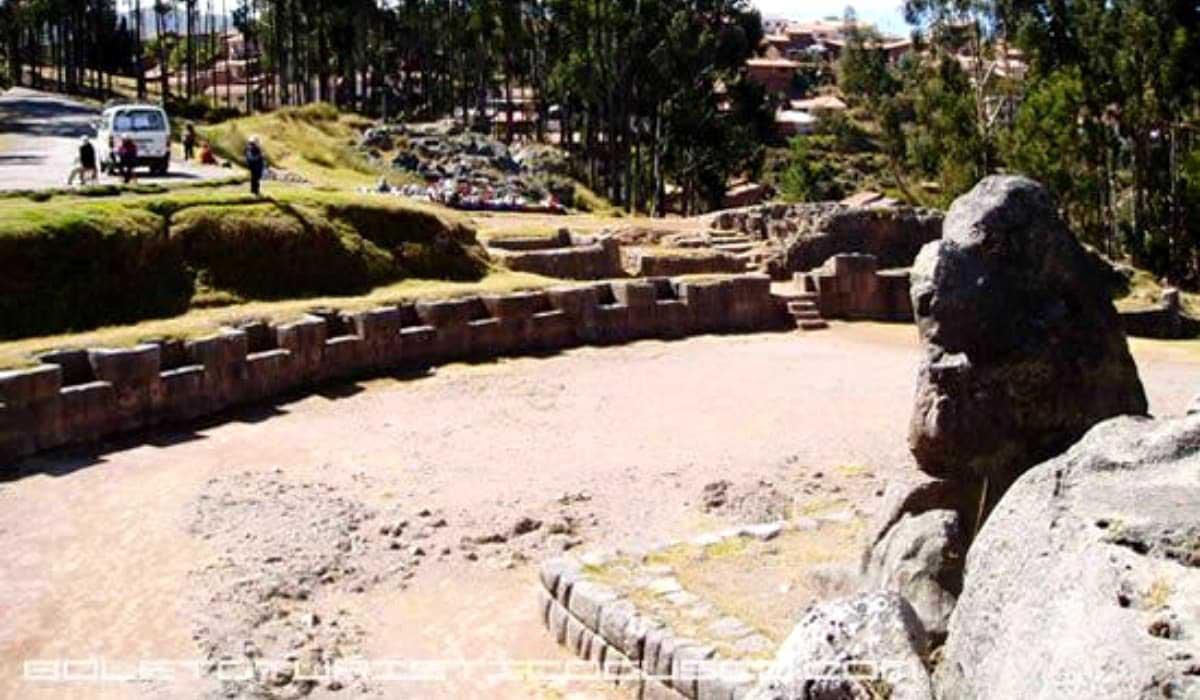 Qenqo-Ruins-Peru-amphitheater