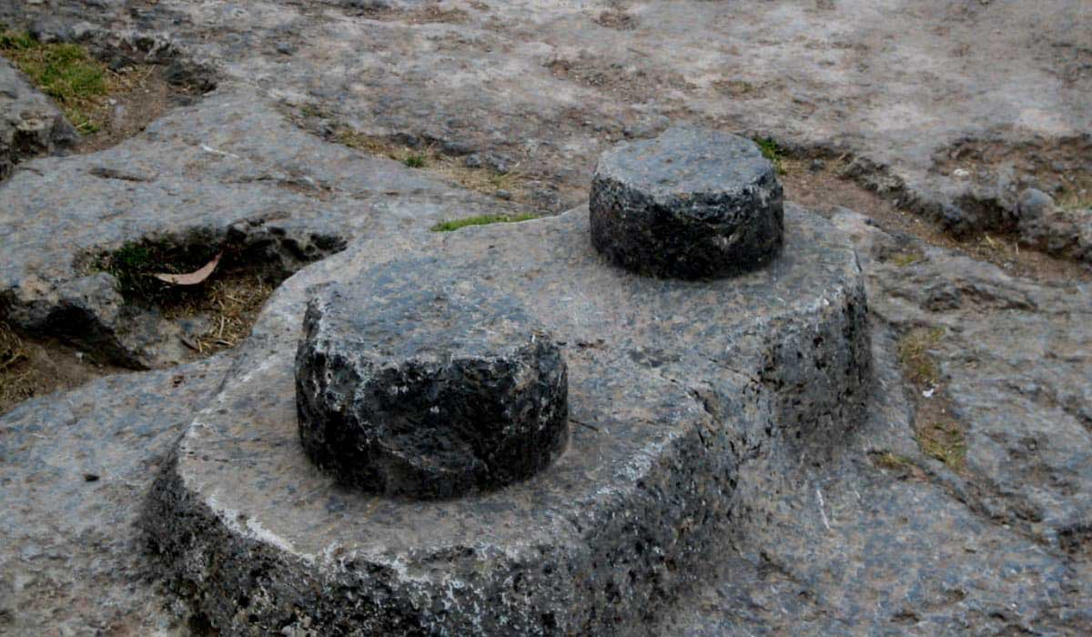 Qenqo-Ruins-Peru-Intihuatana