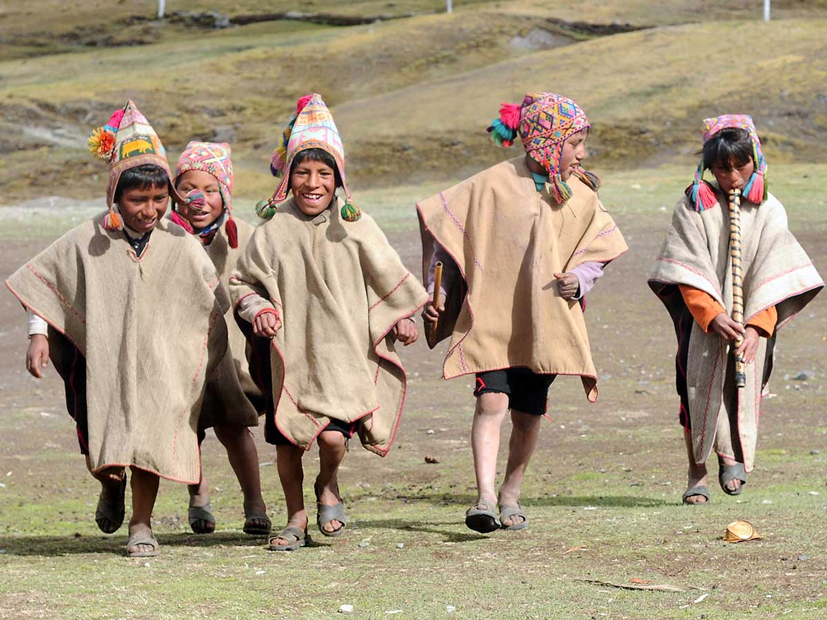 What do people wear in Peru